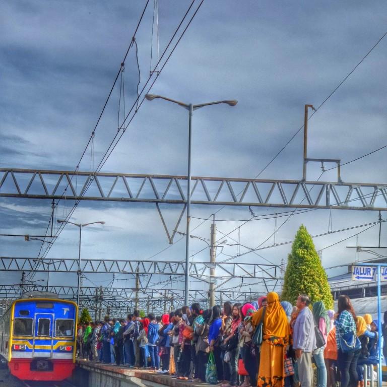 Commuter Line 2 - Agus Hidayat