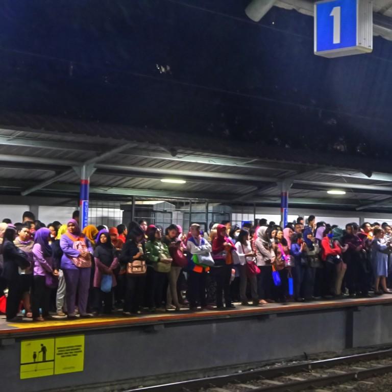 Commuter Line 3 - Agus Hidayat