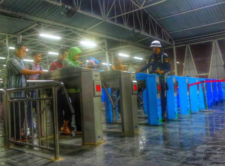 Commuter Line - Agus Hidayat
