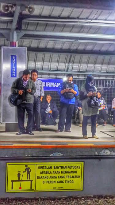 di stasiun kota - Agus Hidayat