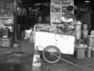 Penjual gorengan.
