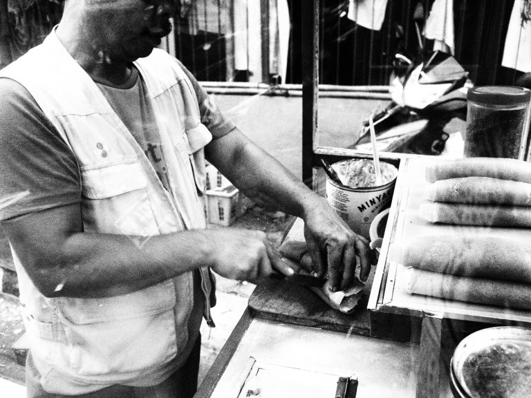Penjual martabak.